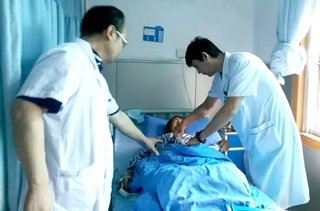 术后天主刀医生刘伟杰主任看望老阿妈