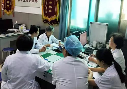 华西第二医院妇科肿瘤专家杨延林教授会诊中